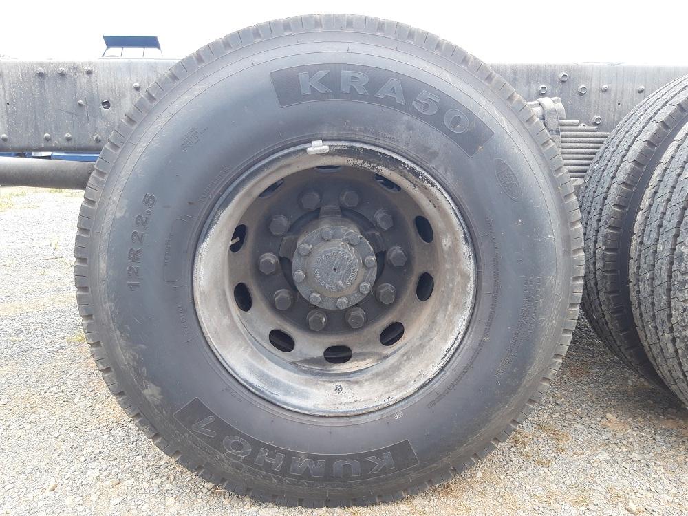 lốp sau xe tải hyundai 4 chân hd320 19 tấn