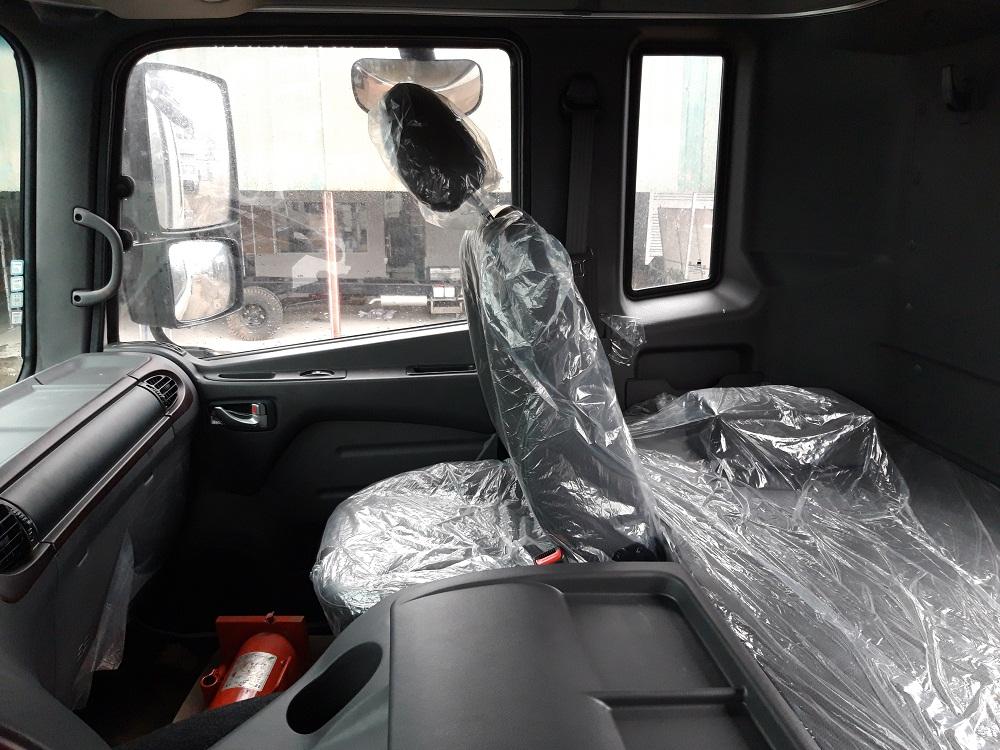 Nội thất xe tải hyundai 4 chân hd320 19 tấn
